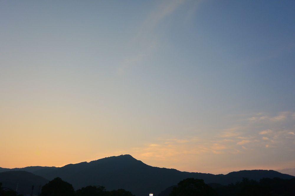 5時頃の空と比叡山
