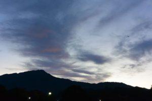 比叡山にかかる不思議な雲(2015.11.01 06:03)