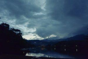 雲や水に青みが残る朝(2016.12.23 06:54)