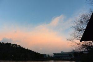 わき上がる雲と朝焼け(2017.01.14 07:17)